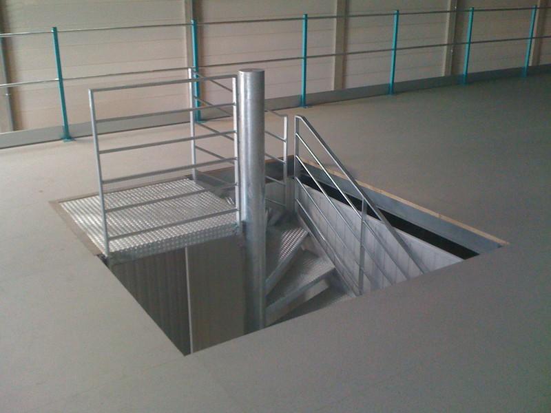Escalier à palier, escaliers quart tournant métallique